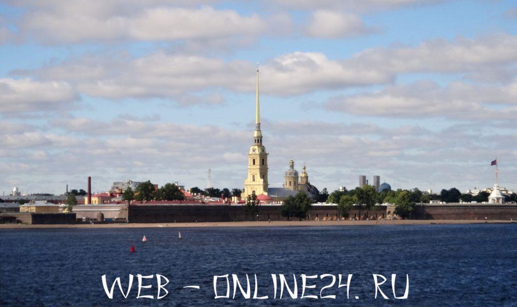 Петропавловская крепость на Заячьем острове в Петербурге