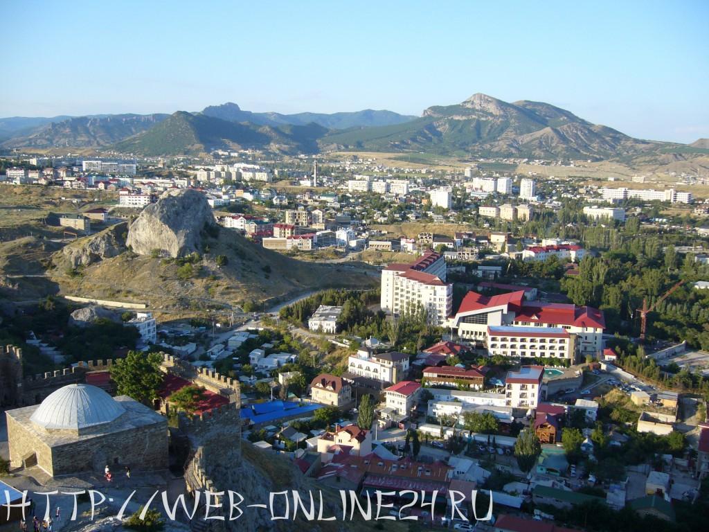 Вид на город Судак из крепости