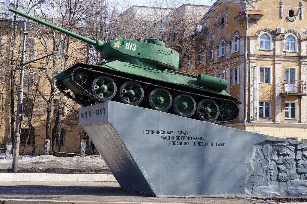 """Кировск - памятник """"Кировчане-фронту"""""""