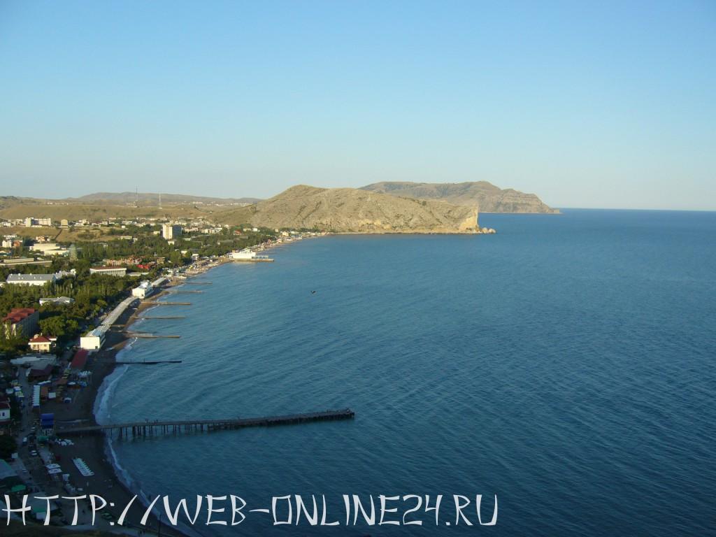 Вид на Судакскую бухту и мыс Алчак из крепости