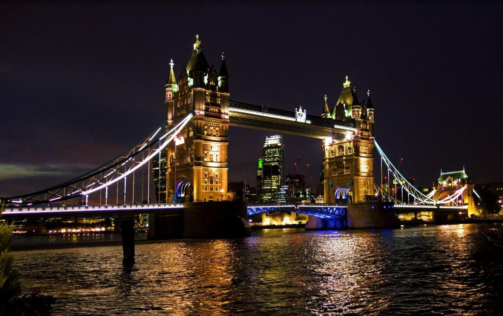 Вид на Тауэрский мост через реку Темзу