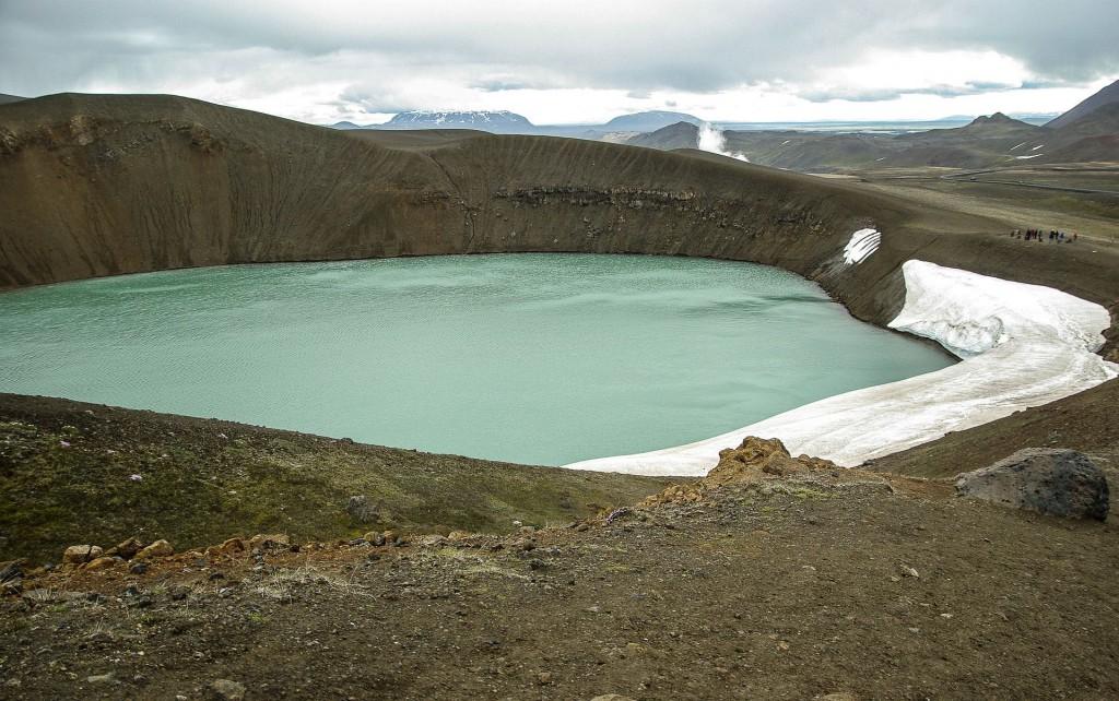 Озеро в кратере вулкана в Исландии