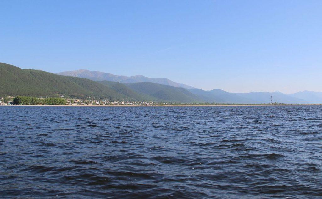 Вид на озеро Байкал и побережье