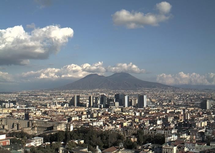 Вид на вулкан Везувий в  Неаполе, Италия