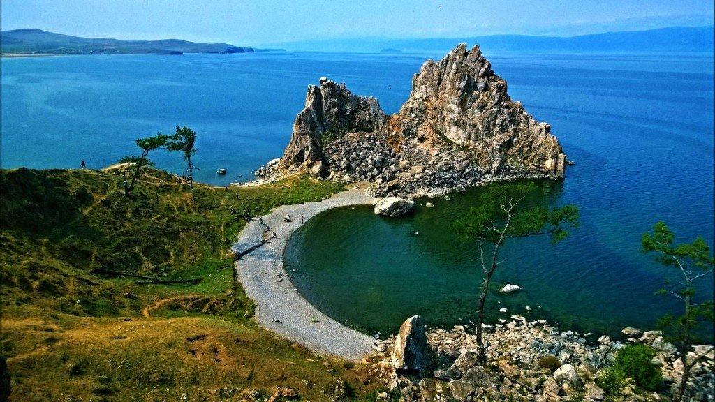 Панорама побережья озера Байкал