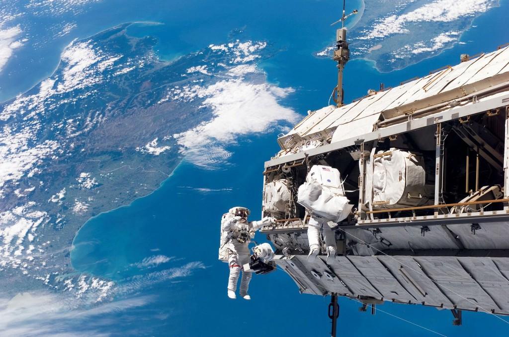 Выход экипажа МКС в космическое пространство