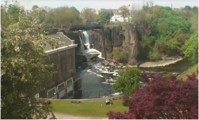 Водопад Грейт-Фоллс в Патерсоне весной