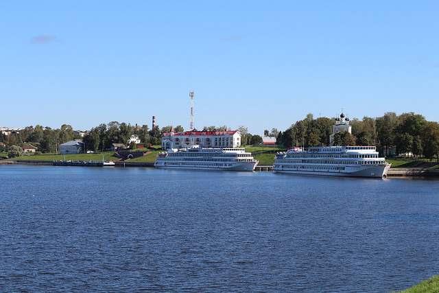 Пристань теплоходов в городе Углич
