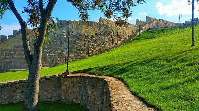 Крепостная стена старого Дербента