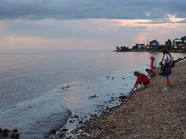 Байкал. Панорамный вид в районе города Байкальск.