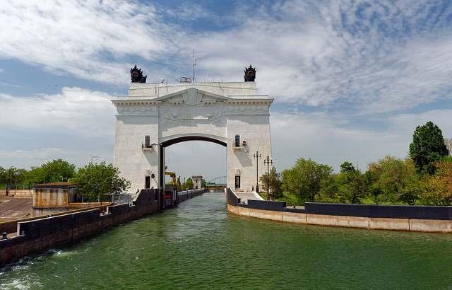 Шлюз на Цимлянском водохранилище недалеко от Волгодонска