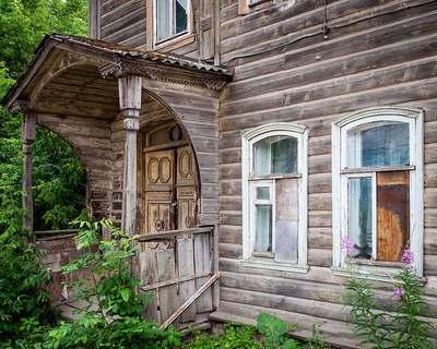 Старые постройки в городе Кимры