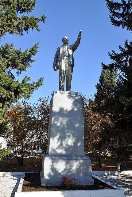 Памятник В.И. Ленину в Новоалтайске.