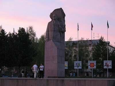 Памятник В.И. Ленину в центре Сыктывкара