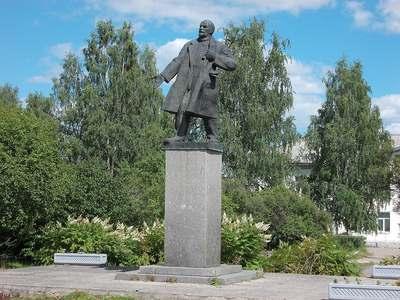 Памятник В.И. Ленину в Вельске