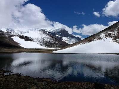 Высокогорное озеро. Эльбрус.