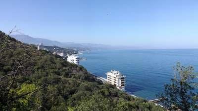Побережье Черного моря возле Алушты