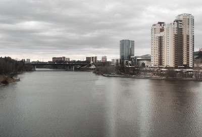 Панорамный вид Химок с воды
